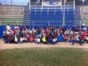 Promoción Escolar en el estadio de beisbol