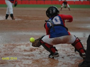 Reparto de victorias bajo la lluvia del Softbol DH
