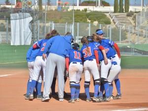 El primer equipo femenino barre la serie en el debut liguero